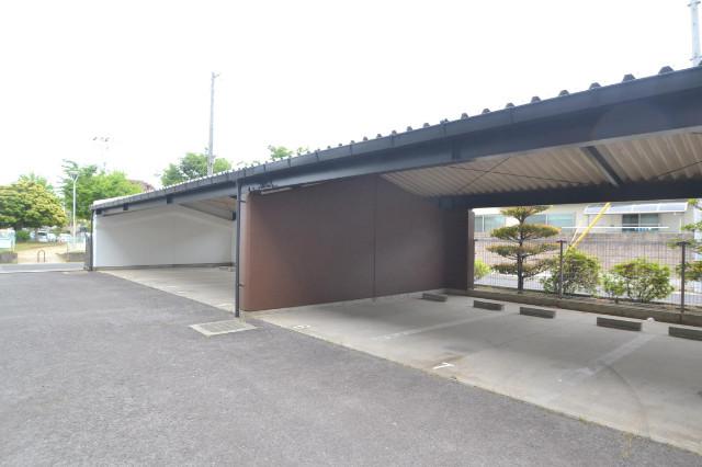屋根付き駐車場♪